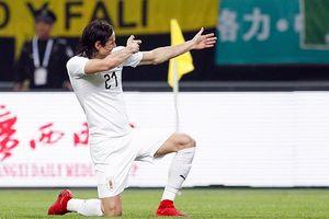 Cavani giúp Uruguay đánh bại Xứ Wales