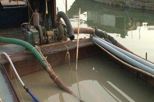 Liên tục bắt giữ tàu thuyền khai thác cát sỏi trái phép trên sông Hương