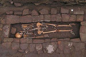 Phát hiện hài cốt người phụ nữ thời trung cổ sinh con trong quan tài