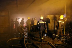 'Bà hỏa' ghé thăm trại nuôi dế gần 1.000m2 lúc nửa đêm