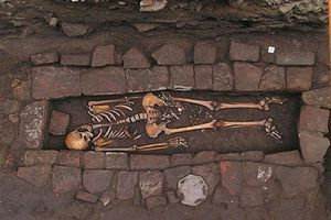 Chuyện lạ thời trung cổ: Sinh con dưới mồ sau khi chôn từ 2 đến 5 ngày