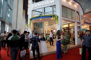 Sản phẩm kính đổi màu, cửa chống cháy Eurowindow thu hút khách tại Vietbuild Hà Nội 2018