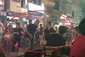 Chủ tịch phường xin lỗi khách Tây bị đánh ở phố đi bộ Bùi Viện