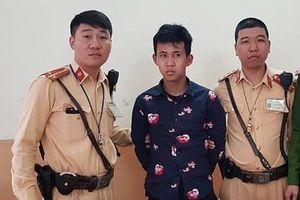 Hà Nội: Vừa 'chôm' xe máy, tên trộm bị CSGT cùng người dân quật ngã