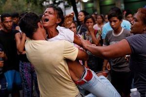 Bạo loạn, hỏa hoạn ở Venezuela: 68 người thiệt mạng trong đồn cảnh sát