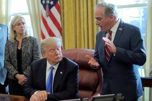 Ông Trump cách chức Bộ trưởng Cựu chiến binh Mỹ