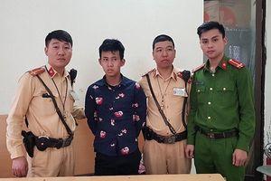 CSGT Hà Nội phối hợp với người dân quật ngã tên cướp