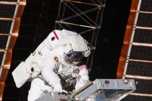 Hai nhà du hành vũ trụ Mỹ thay thế các thiết bị xuống cấp của trạm ISS