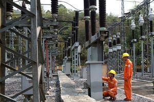 'Cõng' điện lên non cao Điện Biên
