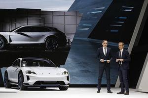 Porsche trình diễn xe điện đậm chất off-road
