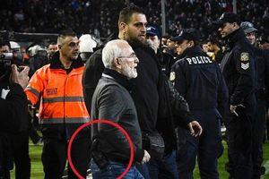 Chủ tịch CLB PAOK bị cấm 3 năm vì mang súng vào sân dọa trọng tài