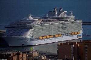 Cận cảnh tàu hành trình đắt nhất, lớn nhất thế giới