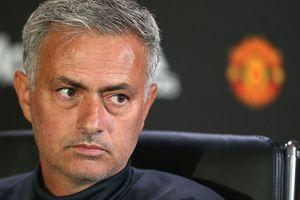 Cô đơn ở MU, Mourinho sẽ có cái kết bi thảm như bá tước Dracula?