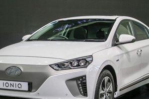 Xe điện Hyundai Ioniq Electric ra mắt, 'đe dọa' Toyota Prius