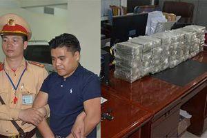 Ô tô biển Lào 'ém' 100 bánh heroin