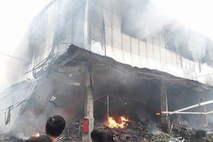 Hà Nội: Cháy lớn tại chợ Quang, tiểu thương khóc hết nước mắt