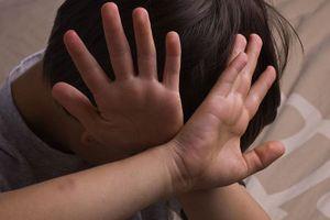 Trẻ em trai và gái đều có nguy cơ bị xâm hại tình dục