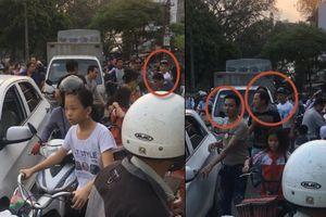 Đỗ ô tô ăn mít gây tắc đường, nhóm côn đồ ở Hà Nội còn đánh người