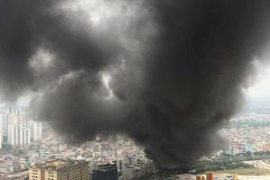 Hà Nội: Cháy lớn ở khu chợ Thanh Liệt, khói lửa bốc ngút trời