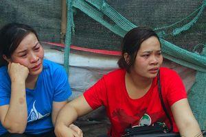 Vụ cháy chợ Quang: Tiểu thương khóc nghẹn nhìn tài sản 'ra đi'