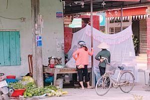 Mắc màn bán thịt ngoài chợ, cô bán hàng có tâm nhất 'Vịnh Bắc Bộ' khiến cộng đồng mạng cười 'ngất'