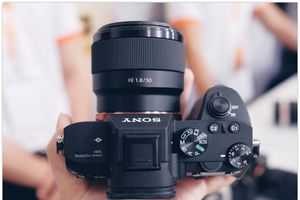 Sony ra mắt máy ảnh mirrorless A7 III giá 49 triệu tại VN