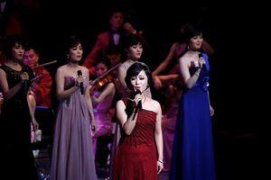 Đoàn nghệ sĩ Hàn Quốc bay sang Triều Tiên biểu diễn