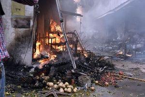 Vụ cháy chợ Quang: Phía trong hoang tàn, người dân khóc hết nước mắt vì trắng tay