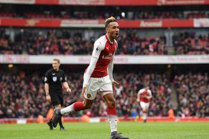 Aubameyang lập cú đúp, Arsenal thắng dễ Stoke City