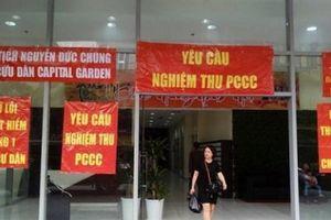 Hà Nội: Lo cháy nổ, cư dân nhiều chung cư đồng loạt 'căng băng rôn'