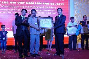 'Tiên ông Việt Tròn' - Người đưa những đứa trẻ tự kỷ trở thành kỷ lục gia
