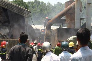 Xưởng gỗ bốc cháy lúc công nhân đang làm việc, nhiều người tá hỏa bỏ chạy