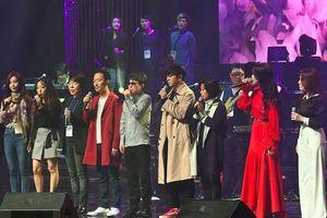 Ông Kim Jong-un phấn khởi nghe nhạc K-pop