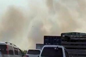 Khói tấn công cao tốc Long Thành-Dầu Giây, nhiều ôtô tông liên hoàn