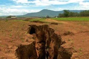 Vì sao khe nứt khổng lồ rộng 20 m xuất hiện giữa châu Phi?