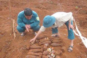 Phát hiện hầm chứa 34 quả đạn cối gần trường học