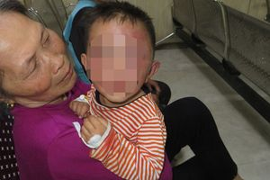 Thông tin bất ngờ vụ bé trai 2 tuổi ở Nghệ An bị bố dượng bạo hành