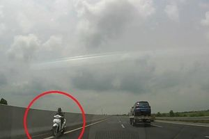 Cô gái liều lĩnh phóng xe máy ngược chiều trên cao tốc Hà Nội - Hải Phòng