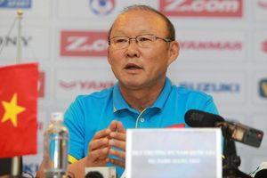 HLV Park Hang-seo kiểm tra Công Phượng và Quang Hải