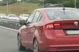 Chiếc ô tô sedan hạng C mới 'đẹp long lanh' giá chỉ 369 triệu đồng có gì?