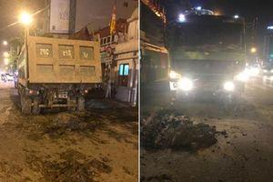 Hà Nội: Cảnh sát tóm gọn xe tải chở đất vương vãi khắp đường