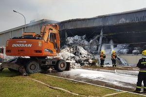 Cháy kho công ty dệt sợi tại Móng Cái: Lực lượng PCCC Trung Quốc giúp dập lửa