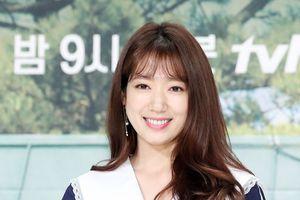 Park Shin Hye xuất hiện rạng rỡ sau khi công khai hẹn hò Choi Tae Joon