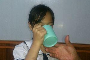 Bộ GD-ĐT vào cuộc vụ cô giáo bắt học sinh súc miệng bằng nước giặt giẻ lau bảng