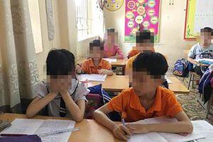Vào lớp cô giáo phạt nữ sinh uống nước giẻ lau bảng
