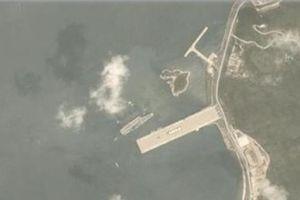 Hạm đội khủng 43 chiến hạm Trung Quốc nguy cơ 'chạm trán' siêu tàu sân bay Mỹ trên Biển Đông