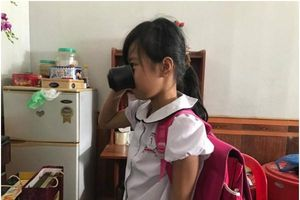 Hoàn cảnh đau xót của bé gái lớp 3 bị cô giáo bắt uống nước giẻ lau bảng