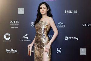 Các siêu mẫu, hoa hậu đổ bộ lên thảm đỏ tuần lễ thời trang quốc tế