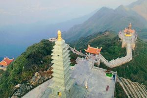 Chùa Việt trong lòng núi đẹp như tiên cảnh trên đỉnh Fansipan
