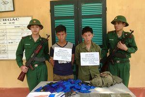 Bắt nóng 2 đối tượng vận chuyển hơn 26.000 viên ma túy vượt biên vào Việt Nam